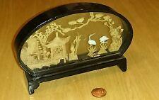 China Schaukasten Vitrine Korkbild Korkschnitzerei Puppenstube Miniatur Glas