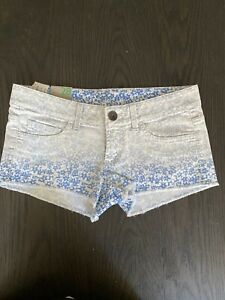 Womens United Colors Of Benetton Shorts Size 28 Floral NWT