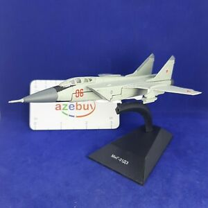 Mikoyan MiG-31 DZ Interceptor Aircraft USSR 1981 Year 1/150 Scale Model & Stand