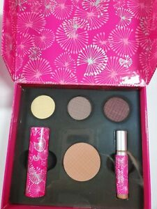 New In Box Mary Kay Signature Simply Stunning Color Collection ~ Great Gift Set