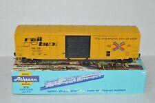 HO scale Athearn RBOX Railbox 50' sliding door box car train