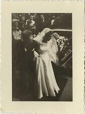 PHOTO ANCIENNE - VINTAGE SNAPSHOT - COUPLE MARIAGE MARIÉS VOITURE 1952 - LOVERS