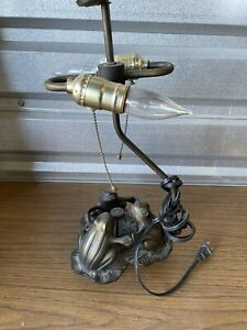 Vintage Table Lamp Frogs On Lily Pad - No Shade - works