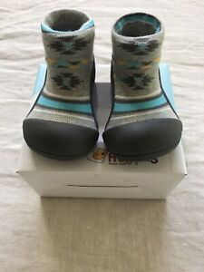 BNIB Attipas Large Nordic Grey Child Shoesock Baby