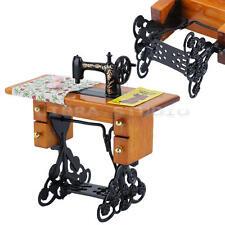Maison de Poupées Accessoire Meubles Miniature Machine à Coudre + Tissu Pédale