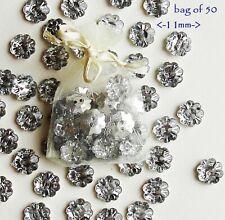 Confezione da 2.5g Mini Craft floreale in plastica acrilica infiorescenza Bottoni assortiti
