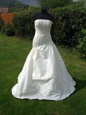 Pronovias Lace A-line Strapless Wedding Dresses