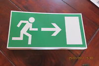 Rettungszeichen - Fluchtweg - Rettungsweg Schild rechts Folie nachleuchtend
