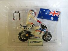 MINICHAMPS 1/12 DUCATI 2009 Casey Stoner Win Australia MotoGP Bike + Figure NEW