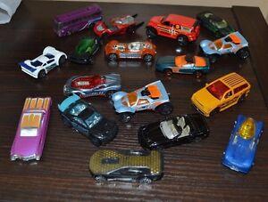 Random Lot of 18 Hot Wheels Matchbox Cars Trucks Shuttle Bus EMS