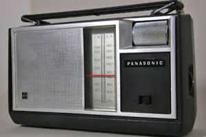 VINTAGE PANASONIC RF-649 AM/FM PORTABLE RADIO