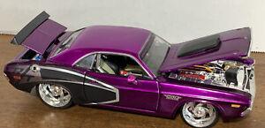 Maisto 1970 Dodge Challenger R/T Coupe Pro Rodz Hemi 1:24 Scale Diecast Car
