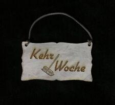 Kehrwoche Türschild Vintage kalkweiß Schild Holz Holzschild mit grauem Lederband