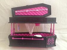 Monster High Draculara Coffin Bed/Jewelry Box + Accessories