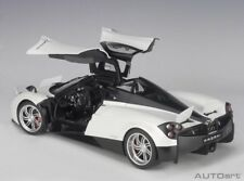 Autoart PAGANI HUAYRA WHITE/BLACK WHEELS 2011 in 1/12 Scale New! In Stock!