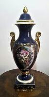 Antico vaso di Capodimonte in porcellana dipinda con manici e capitello in oro