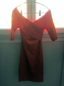 ROBE FOURREAU ROUGE MARQUE GUESS