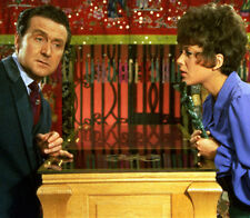 Patrick MacNee and Linda Thorson UNSIGNED photo - 403 - The Avengers