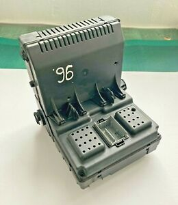 Central Electronic Control Module Volvo CEM OEM 30765148