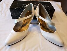 Vintage 1995 Ivory Satin High Heels Rhinestone Button Life Stride Size 9 1/2B/Aa