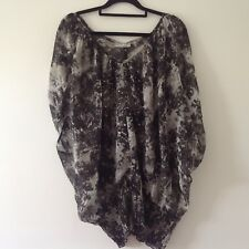 BLACK & WHITE SNAKESKIN PRINT KAFTAN STYLE TOP SIZE 14, WILL SUIT LARGER