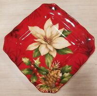 NEW (4) 222 Fifth Christmas Poinsettia Holly Berry Pine Cone Salad Party Plates