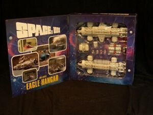 Space 1999 - MOONBASE ALPHA EAGLE HANGAR SET Die Cast 2 pack