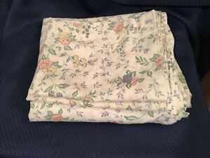 Floral Print Full Flat Sheet and 2 matching Pillowcases 70/30 Cotton Blend Spain