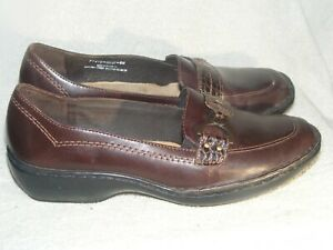 Women's Genuine Leather Shoes by Clarks - Worn a Couple of Times - Sz 8 M