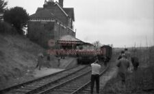 PHOTO  SR LAVANT RAILWAY STATION  C.1965 VIEW WITH TRAIN IN VIEW
