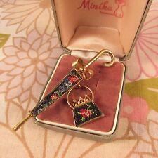 Vintage Goldtone Petit Point Umbrella & Handbag Brooch Pin