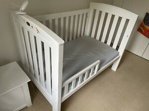 Bertinni Cot / Bed for new born to toddler