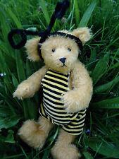 Niedlicher kleinen Künstlerbär,25cm, als Honig Biene /Ostern! Frühling! Sommer!