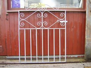 Single iron gate 3 ft 2 inch tall to fit a opening of 3 ft fully galvanized L/H