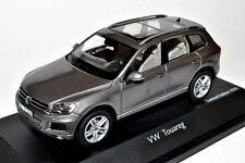 wonderful new  PR-modelcar VW TOUAREG 2010 - grey metallic - scale 1/43