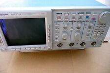 Tektronix TDS520B 500MHZ BW 1GS/S Ddigital scope with option 5 video trigger