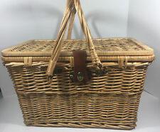 VINTAGE STYLE LARGE WICKER PICNIC BASKET W/SERVICE FOR 4 REALLY NICE