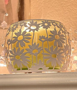 Bath & Body Works White Daisy Flower Round Large 3 Wick Candle Holder Sleeve