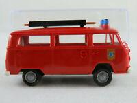 """Brekina VW T2b Kombi (1972) """"Freiw. Feuerwehr Sassnitz"""" in rot 1:87/H0 NEU/OVP"""