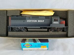 ATHEARN HO BLUE BOX #4761 COTTON BELT / SSW GP-60 No. 9664 - NEW OLD STOCK