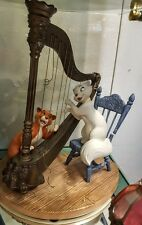 WDCC ARISTOCATS DUCHESS O'MALLEY PLUCKING THE HEARTSTRINGS DISNEY LE of 1000