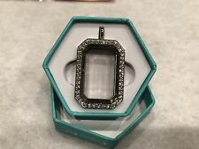 Silver Heritage w/Swar. Crystals Lk1022 Origami Owl Living Locket (new)
