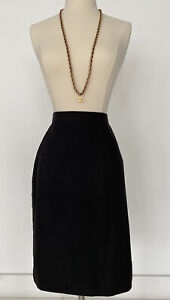 CLASSIC BLACK AUTH CHANEL CC LOGO 29 COLLECTION SUIT SKIRT 2 MATCH UR NECKLACE
