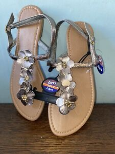 New Gold Floral Thong/Toe Post Sandals Size 4