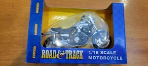 Maisto Road Track 1/18 Scale Black Yamaha VMax Motorcycle New in Box