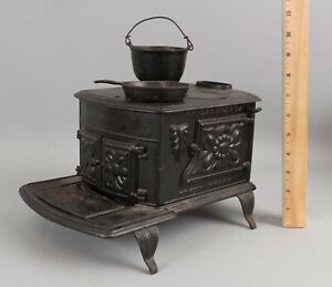 Antique circa-1900 Philadelphia Salesman Sample Miniature Toy Cast Iron Stove