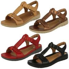 Sandali e scarpe Clarks rosso con tacco basso (1,3-3,8 cm) per il mare da donna