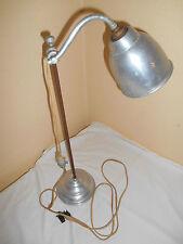 Ancienne lampe sur pied d'atelier bureau aluminium fonte industriel design 67 cm