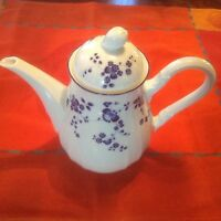 NORITAKE ELEGANCE IN BLUE Coffee Pot, White with blue flowers