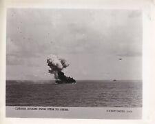 Original WWII US Navy Photo JAPANESE KAMIKAZE ATTACK USS SUWANNEE Leyte Gulf 671